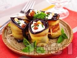Патладжови рулца пълнени с майонеза, сирене Фета, стафиди и кашу - снимка на рецептата